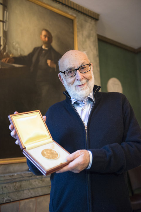 François Englert showing his Nobel Medal during his visit to the Nobel Foundation
