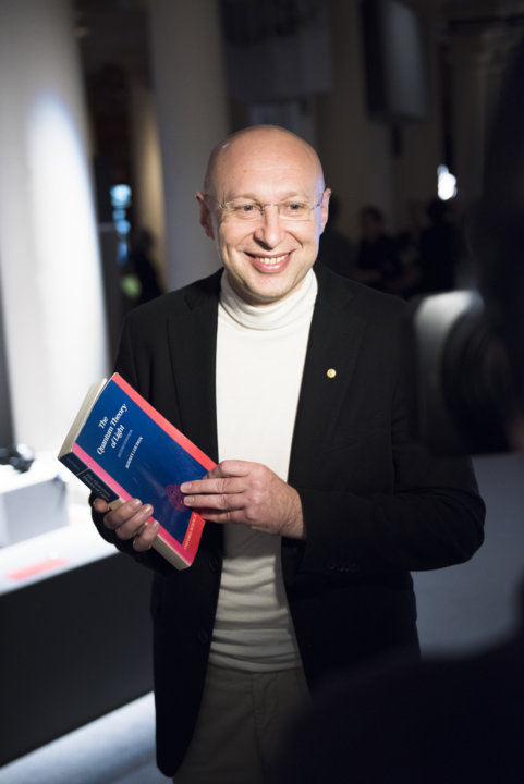 Stefan W. Hell presenting his gift to the Nobel Museum's collection: a book, during the 2014 Nobel Laureates' Get together on 6 December 2014.