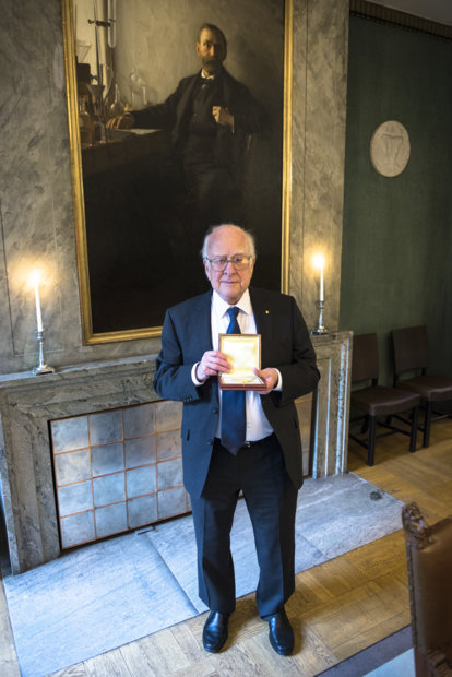 Peter Higgs showing his Nobel Medal during his visit to the Nobel Foundation