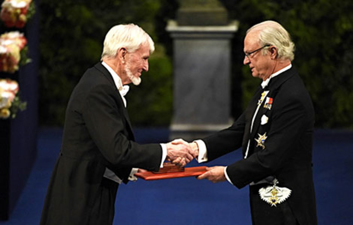 John O'Keefe receiving his Nobel Prize from His Majesty King Carl XVI Gustaf of Sweden.