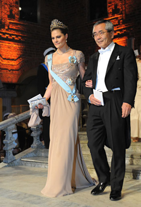 Ei-ichi Negishi arrives at the Nobel Banquet accompanied by Crown Princess Victoria