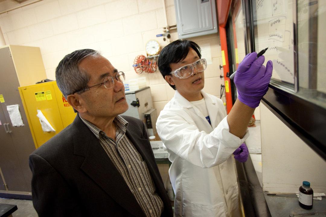 Ei-ichi Negishi in the lab at Purdue University