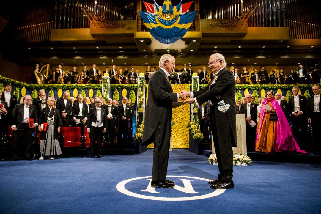 William D. Nordhaus receiving his Prize