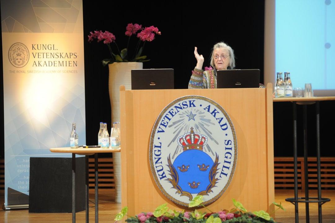Elinor Ostrom delivering her Prize Lecture