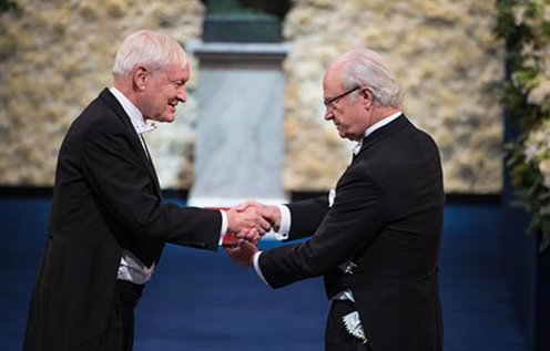Joachim Frank receiving his Nobel Prize from H.M. King Carl XVI Gustaf of Sweden