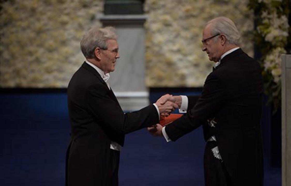 Richard Henderson receiving his Nobel Prize from H.M. King Carl XVI Gustaf of Sweden