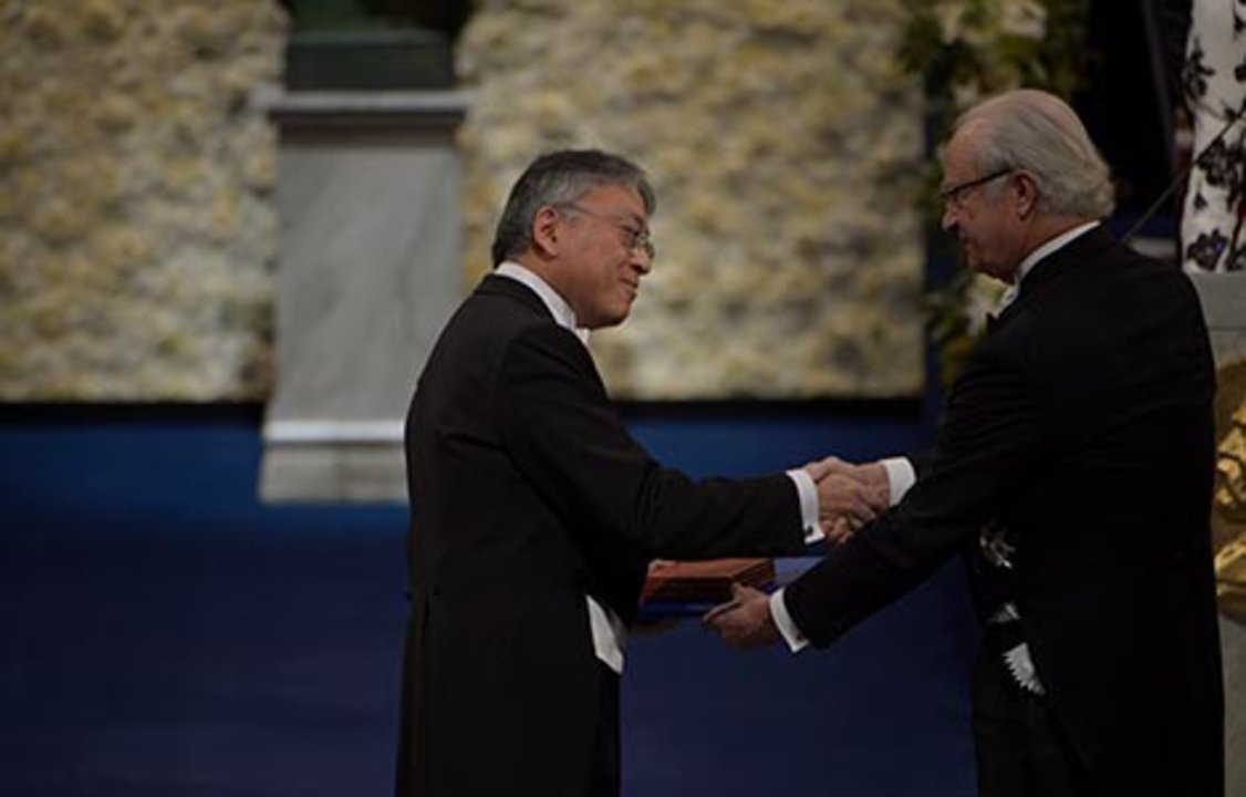 Kazuo Ishiguro receiving his Nobel Prize from H.M. King Carl XVI Gustaf of Sweden