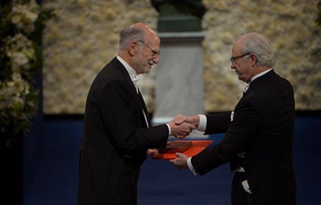 Michael Rosbash receiving his Nobel Prize from H.M. King Carl XVI Gustaf of Sweden