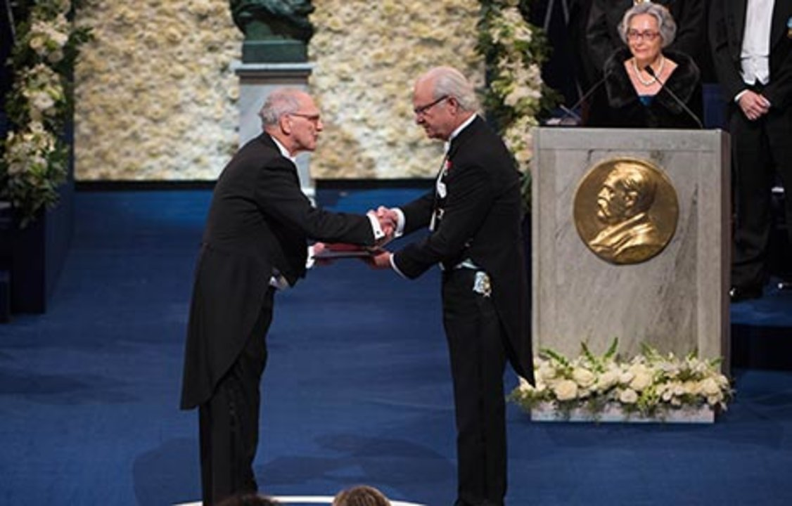 Rainer Weiss  receiving his Nobel Prize from H.M. King Carl XVI Gustaf of Sweden