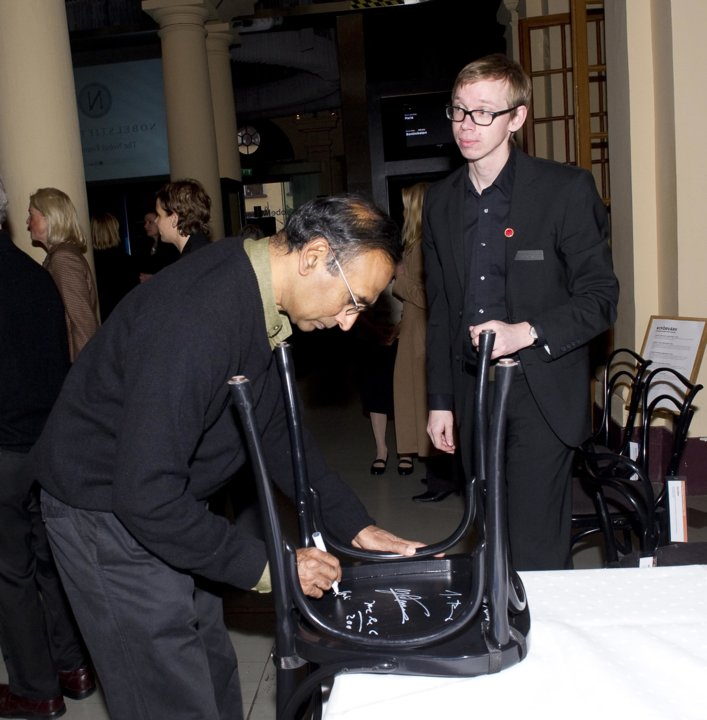 Venkatraman Ramakrishnan autographs a chair