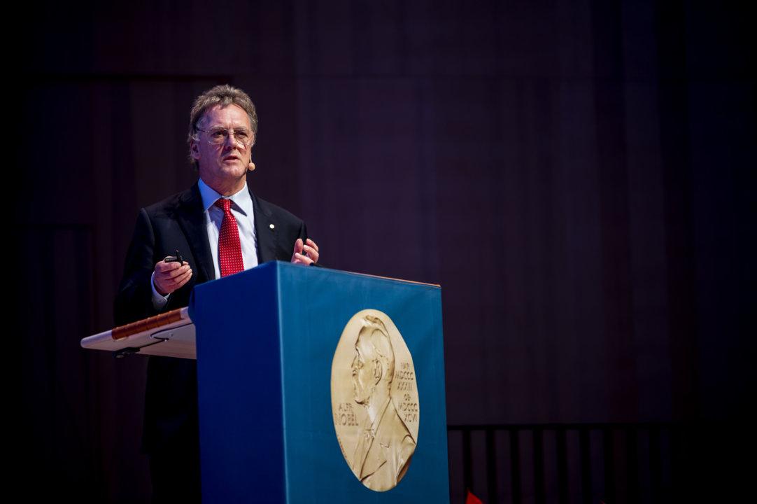 Sir Peter J. Ratcliffe delivering his Nobel Lecture