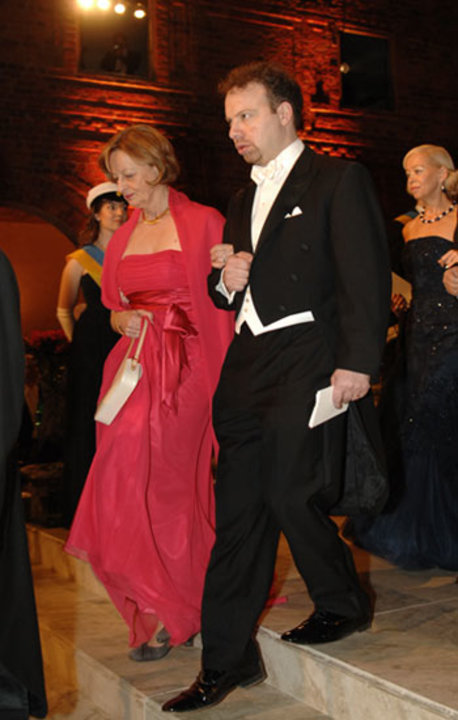 Adam G. Riess arrives at the Nobel Banquet accompanied by Dr Daniéle Hoffmann, wife of Medicine Laureate Jules A. Hoffmann