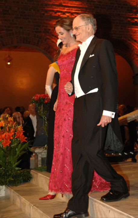 Thomas J. Sargent arrives at the Nobel Banquet accompanied by Filippa Reinfeldt, County Council Healthcare Commissioner