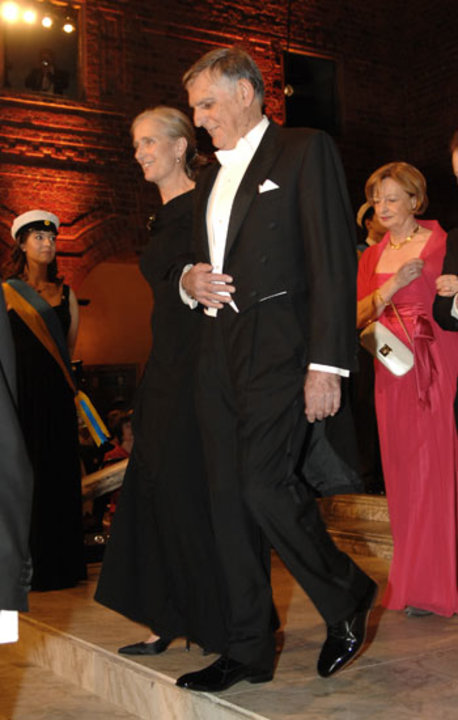 Dan Shechtman arrives at the Nobel Banquet accompanied by Mrs Claudia Steinman, wife of the late Medicine Laureate Ralph M. Steinman