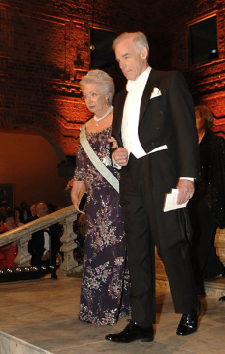 Christopher A. Sims arrives at the Nobel Banquet accompanied by Princess Christina Mrs Magnuson