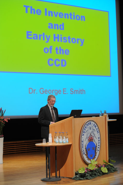 George E. Smith delivering his Nobel Lecture