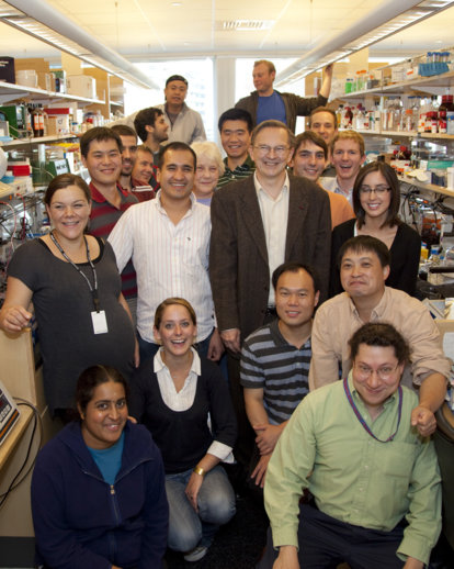 Jack W. Szostak with members of his research laboratory