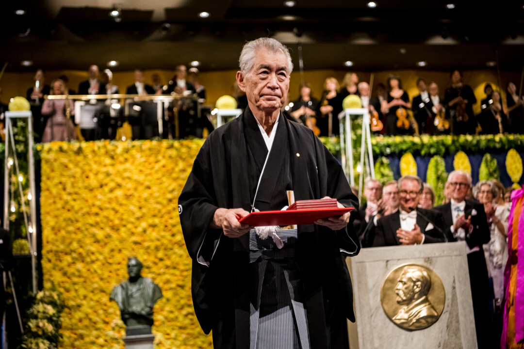 Tasuku Honjo at the award ceremonytasuku