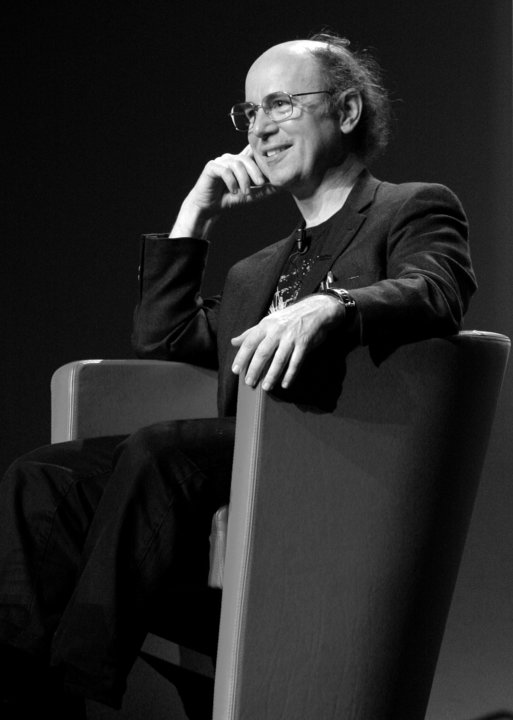 Portrait of Frank Wilczek.