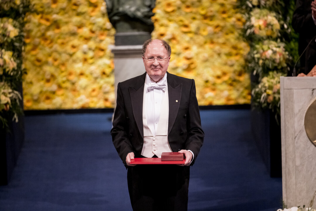 Sir Gregory P. Winter at award ceremony