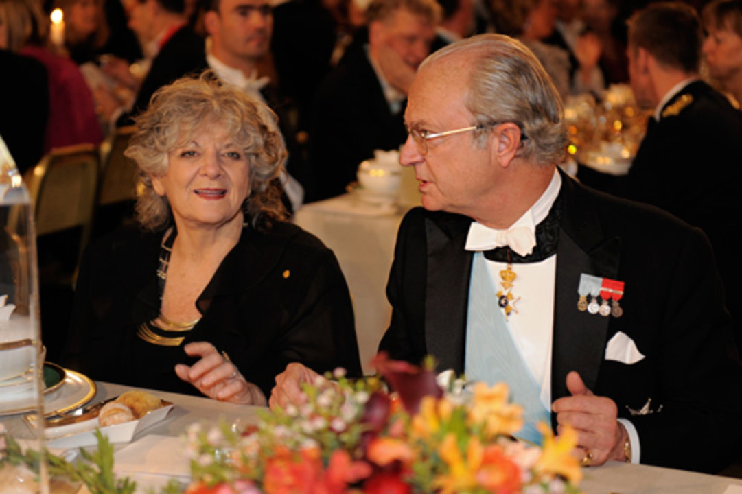 Nobel Laureate Ada E. Yonath in conversation with His Majesty King Carl XVI Gustaf of Sweden at the Nobel Banquet