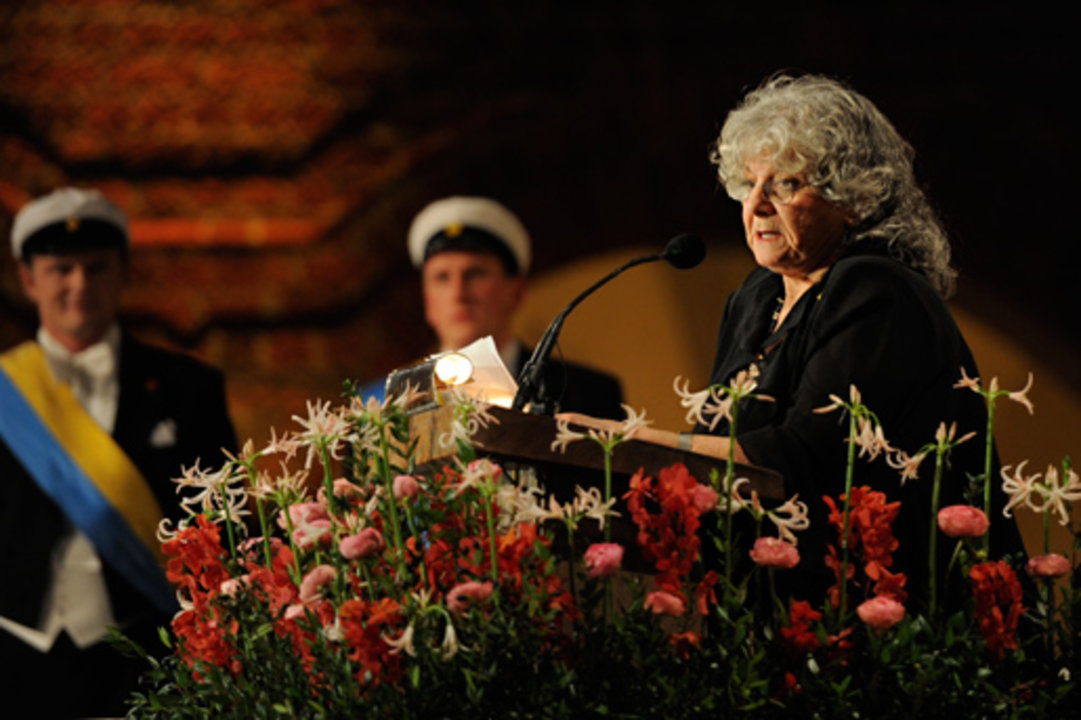 Ada E. Yonath delivers her banquet speech