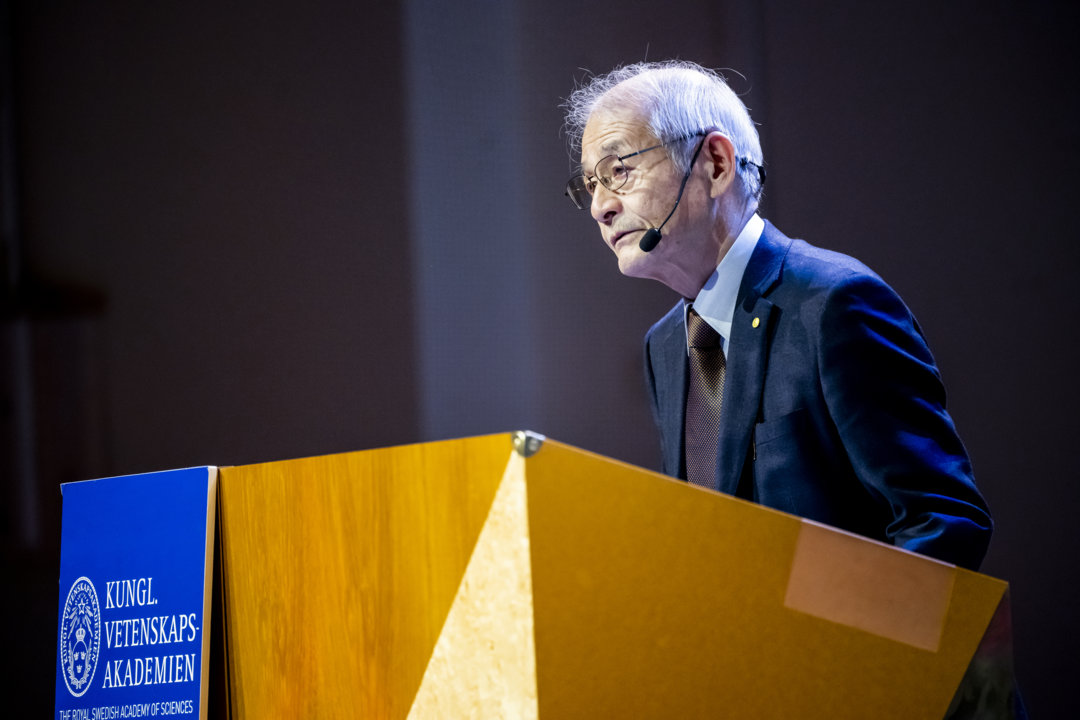 Akira Yoshino delivering his Nobel Lecture