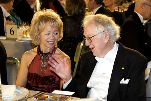 Oliver Smithies conversing with Dr Ylwa Westerberg at the Nobel Banquet