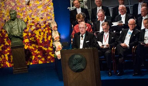 Dr Marcus Storch håller sitt hälsningsanförande under Nobelprisceremonin i Konserthuset i Stockholm
