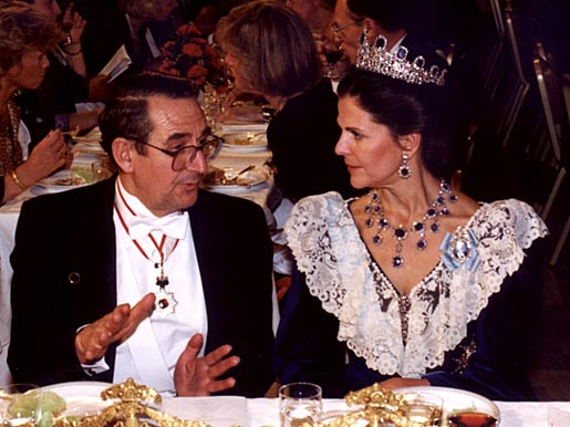 Elias James Corey talking to HM Queen Silvia of Sweden at the Nobel Banquet in the Stockholm City Hall, Sweden, on 10 December 1990.