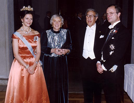 Their Majesties King Carl XVI Gustaf (right) and Queen Silvia of Sweden (left) pose with Edmond Fischer and his wife, Beverley at the Nobel Banquet in the Stockholm City Hall