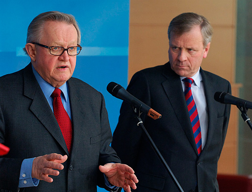 Martti Ahtisaari and Jaap de Hoop Scheffer