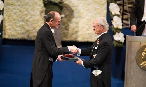 Thomas C. Südhof receiving his Nobel Prize from His Majesty King Carl XVI Gustaf of Sweden