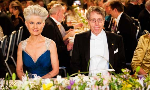 Lars Peter Hansen and Anna Maria Corazza Bildt at the table of honour.