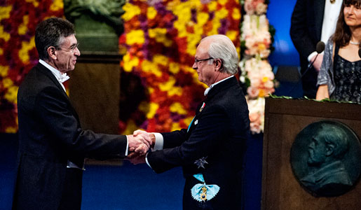 Robert J. Lefkowitz receiving his Nobel Prize from His Majesty King Carl XVI Gustaf