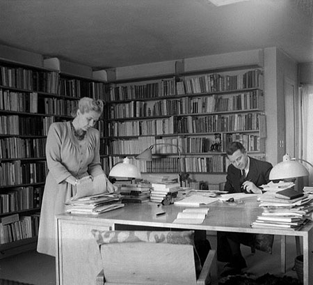 Alva and Gunnar Myrdal in their home in Bromma, 1945.