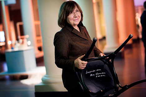Svetlana Alexievich with the autographed chair.