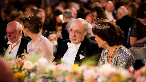 F. Duncan M. Haldane in conversation with Queen Silvia of Sweden at the table of honour at the Nobel Banquet