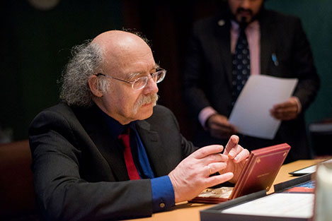 F. Duncan M. Haldane takes a closer look at his Nobel Medal during his visit to the Nobel Foundation on 12 December 2016.