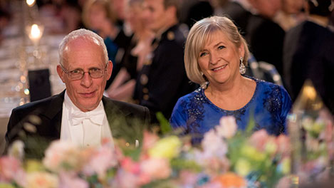 Oliver Hart and Ulla Löfven, ombudsman, at the table of honour at the Nobel Banquet
