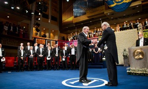 Martin Karplus receiving his Nobel Prize from His Majesty King Carl XVI Gustaf of Sweden