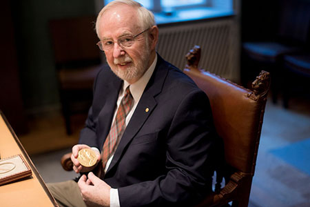 Arthur B. McDonald showing his Nobel Medal during his visit to the Nobel Foundation on 12 December 2015.