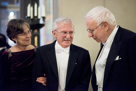 Paul Modrich and his wife Dr Vickers Burdett talking to Chemistry Lahureate Tomas Lindahl.