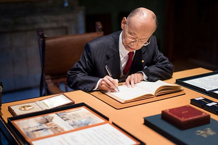 Satoshi Ōmura signs the Nobel Foundation's guest book, signed by the Laureates since 1952, during his visit to the Nobel Foundation on 12 December 2015