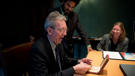 Jean-Pierre Sauvage takes a closer look at his Nobel Medal during his visit to the Nobel Foundation on 12 December 2016.