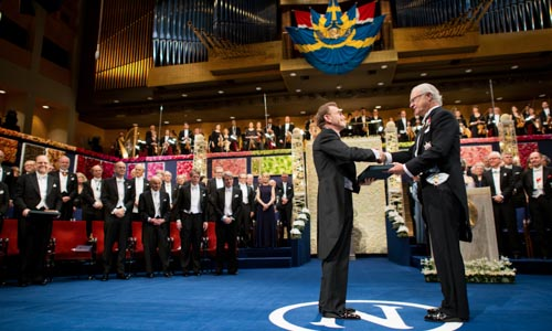 Randy W. Schekman receiving his Nobel Prize from His Majesty King Carl XVI Gustaf of Sweden