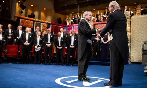 Arieh Warshel receiving his Nobel Prize from His Majesty King Carl XVI Gustaf of Sweden