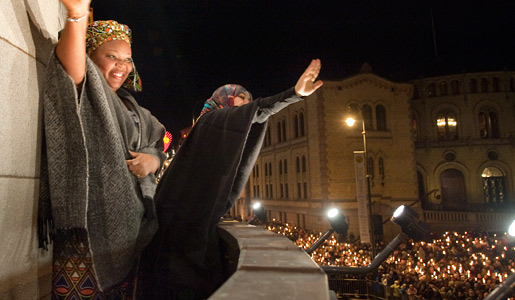 Leymah Gbowee and Tawakkol Karman viewing the traditional torch light procession in Oslo