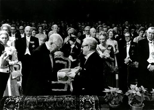 Julius Axelrod receiving his Nobel Prize