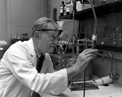 Julius Axelrod in his laboratory.